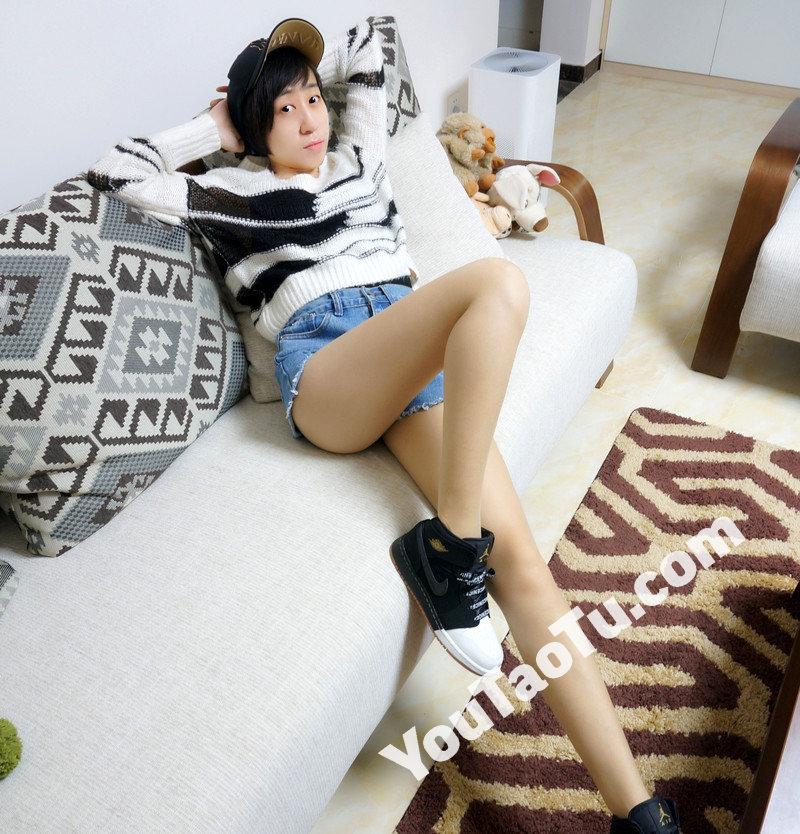 W32_女套图555照片+1视频(多腿照时尚性感诱惑可爱美腿丝袜—美女微信朋友圈整套一个人生活照)-4