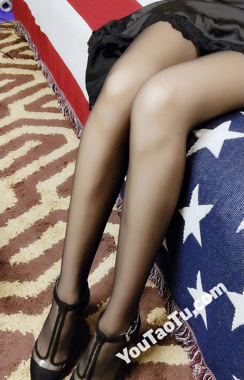 W32_女套图555照片+1视频(多腿照时尚性感诱惑可爱美腿丝袜—美女微信朋友圈整套一个人生活照)-12