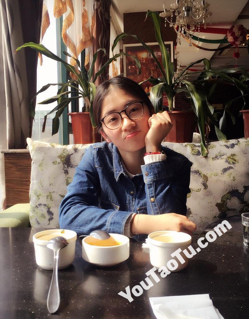 W41_女套图722照片(开朗旅游邻家女孩甜美可人青春清纯白富美清新——美女生活照 同一个人 成套)-1