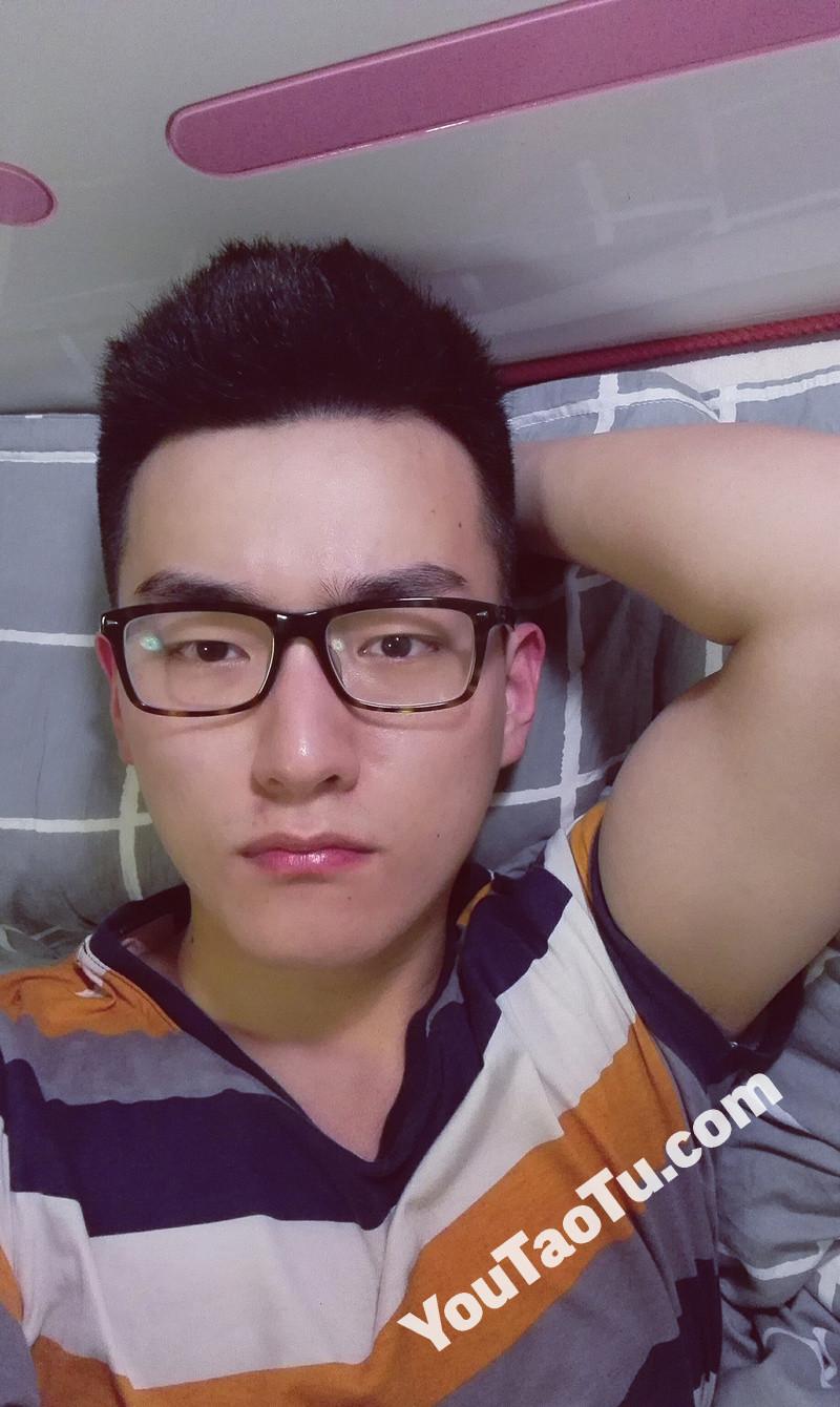 M95_男套图434照片+10视频(戴眼镜年轻小帅哥 普通人日常生活照一整套 真实男神网恋照片组)-5