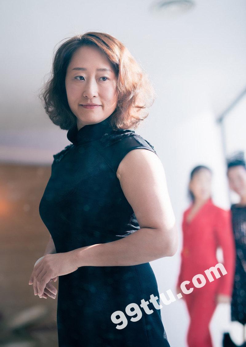 W83_女套图445照片(中年妇女同一个人生活照 中老年女人做微商成功高端形象照图片多张)-4