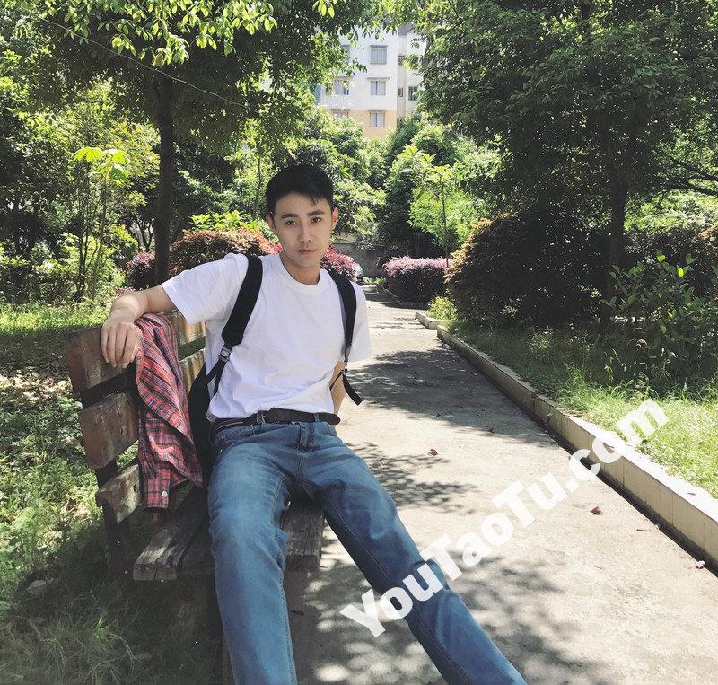 M111_男套图265照片(20岁左右好身材男士生活照 爱运动爱旅游男神自拍照)-3